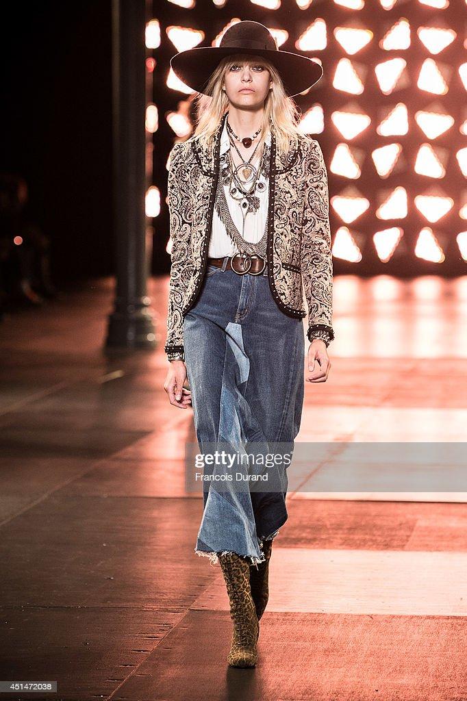 Saint Laurent : Runway - Paris Fashion Week - Menswear S/S 2015 : News Photo
