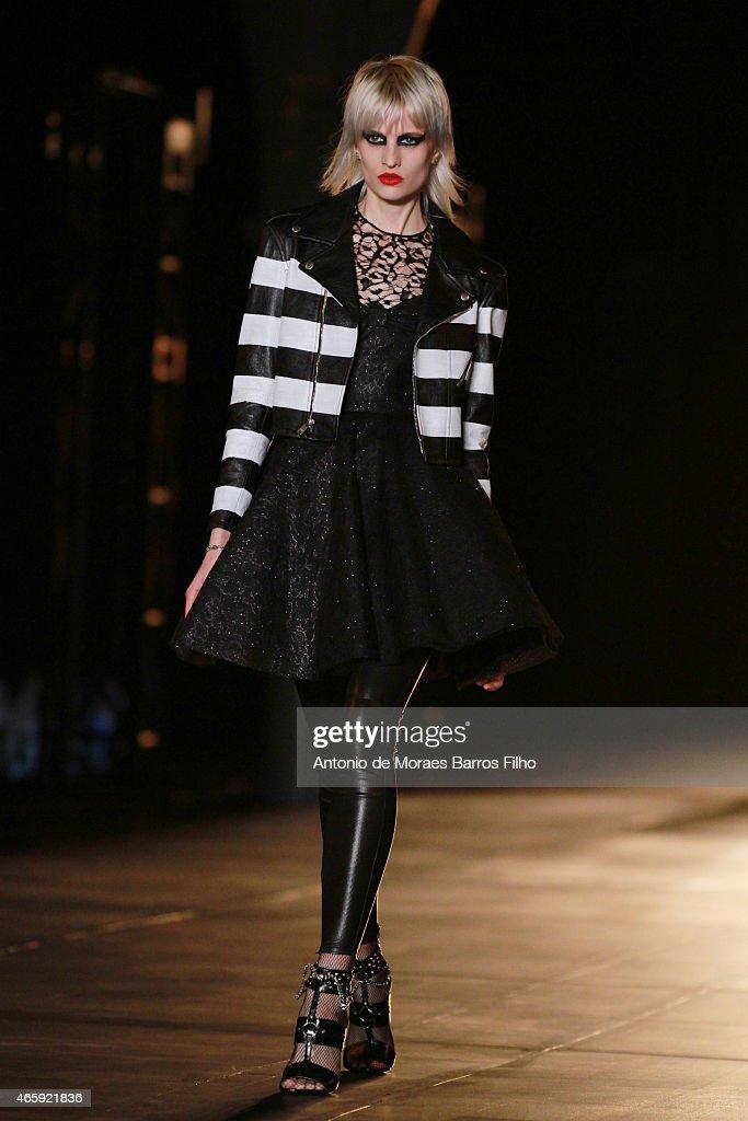 Saint Laurent : Runway - Paris Fashion Week Womenswear Fall/Winter 2015/2016 : News Photo