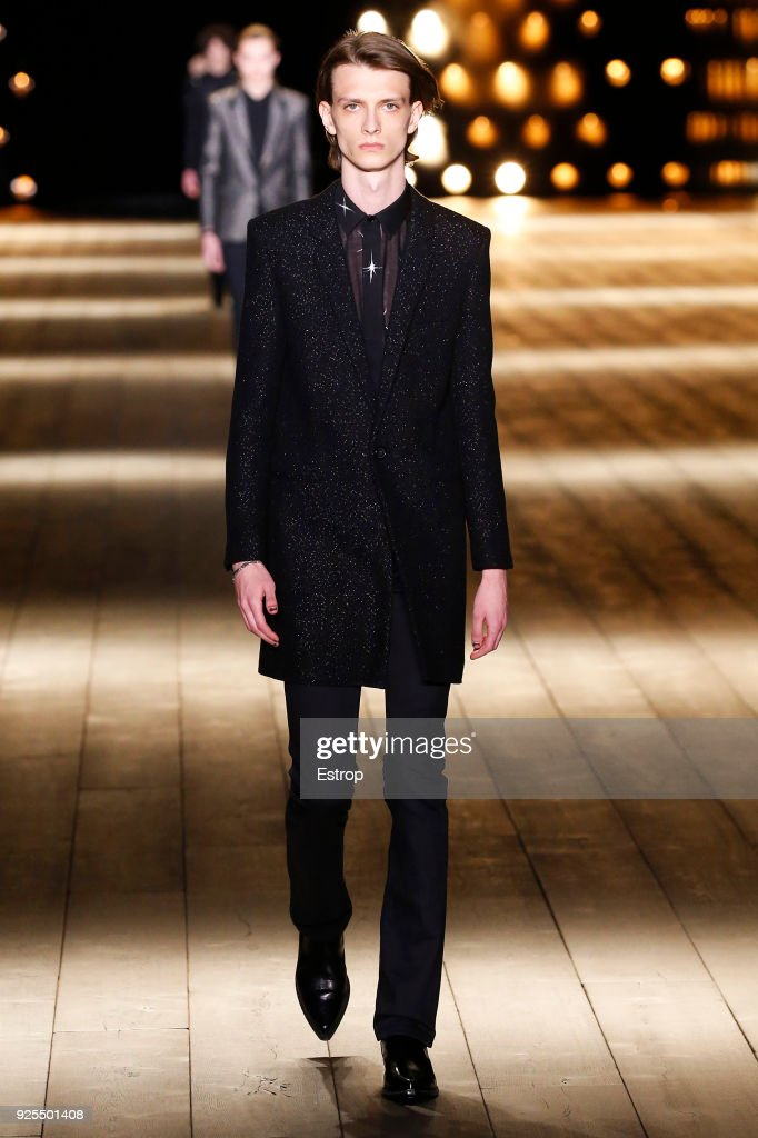 Saint Laurent : Runway - Paris Fashion Week Womenswear Fall/Winter 2018/2019 : ニュース写真