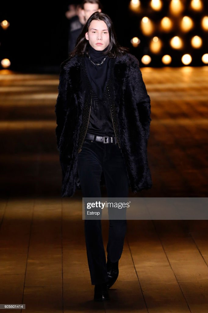 Saint Laurent : Runway - Paris Fashion Week Womenswear Fall/Winter 2018/2019 : ニュース写真
