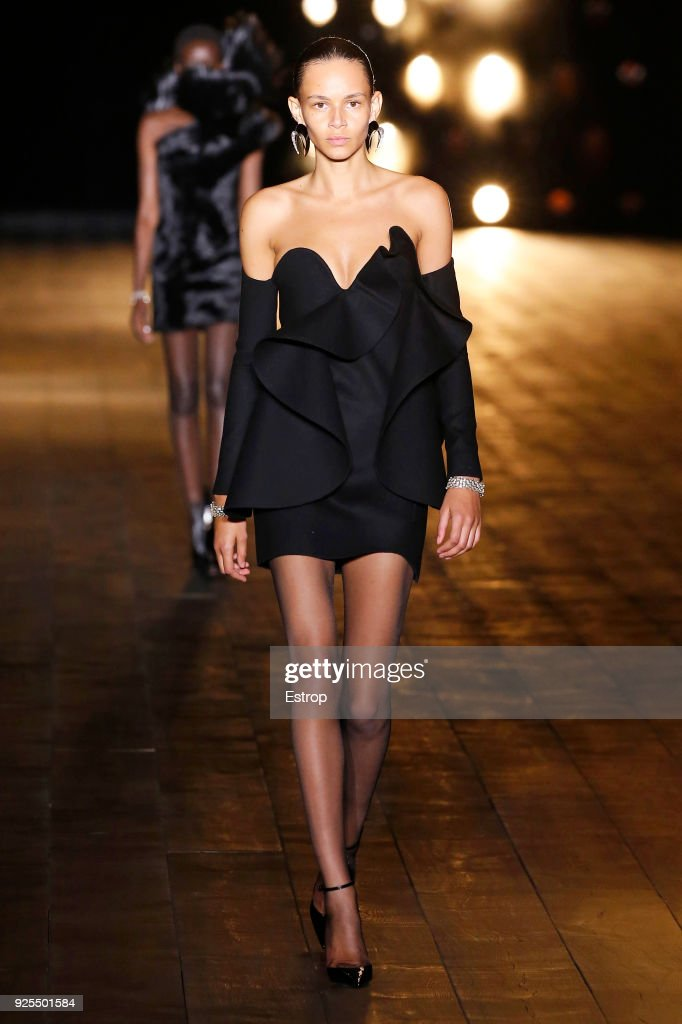 Saint Laurent : Runway - Paris Fashion Week Womenswear Fall/Winter 2018/2019 : News Photo