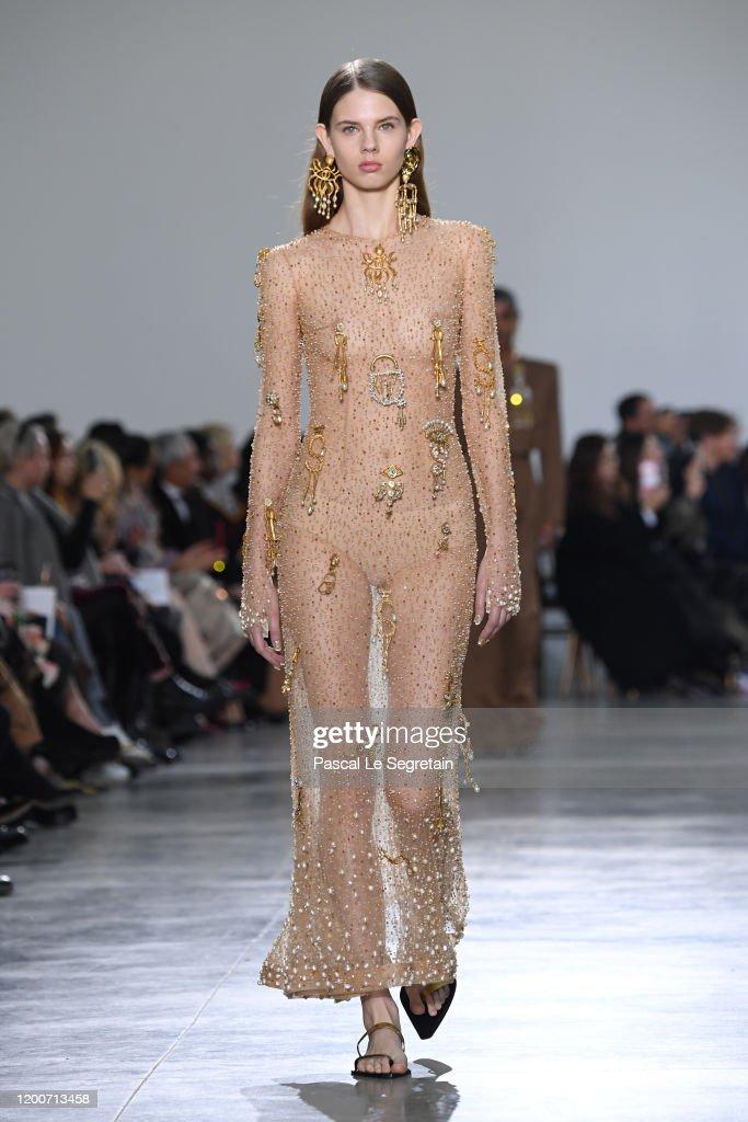 Schiaparelli : Runway - Paris Fashion Week - Haute Couture Spring/Summer 2020 : News Photo