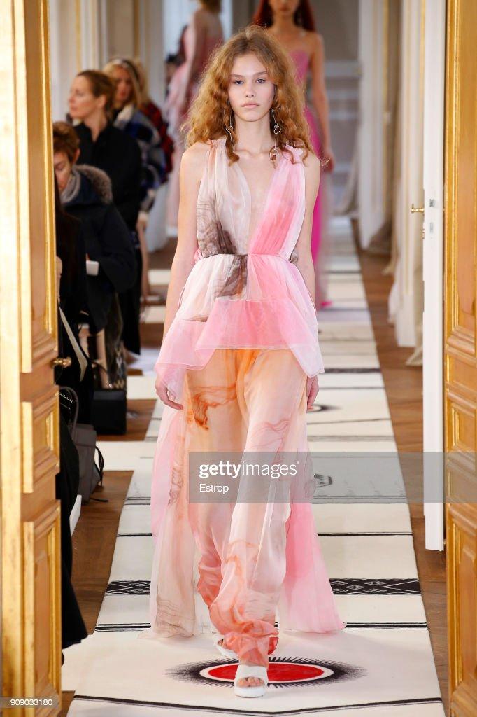 Schiaparelli : Runway - Paris Fashion Week - Haute Couture Spring Summer 2018