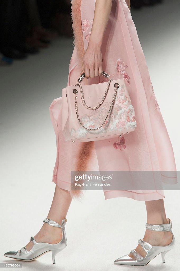 Shiatzy Chen : Runway - Paris Fashion Week Womenswear Fall/Winter 2015/2016 : News Photo
