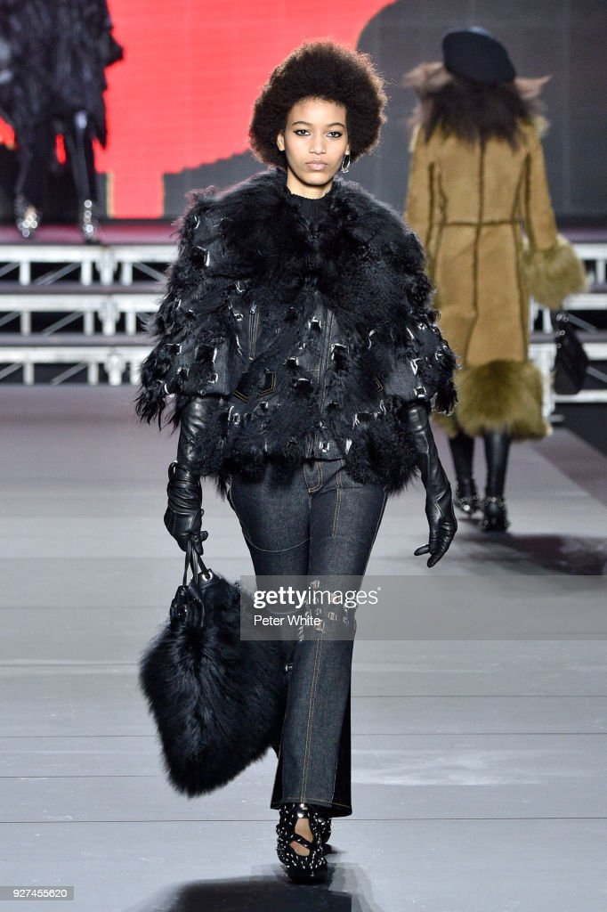 2a6d5fcd78a Sonia Rykiel : Runway - Paris Fashion Week Womenswear Fall/Winter 2018/2019  :