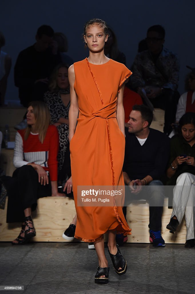 Sportmax - Runway - Milan Fashion Week Womenswear Spring/Summer 2015 : News Photo