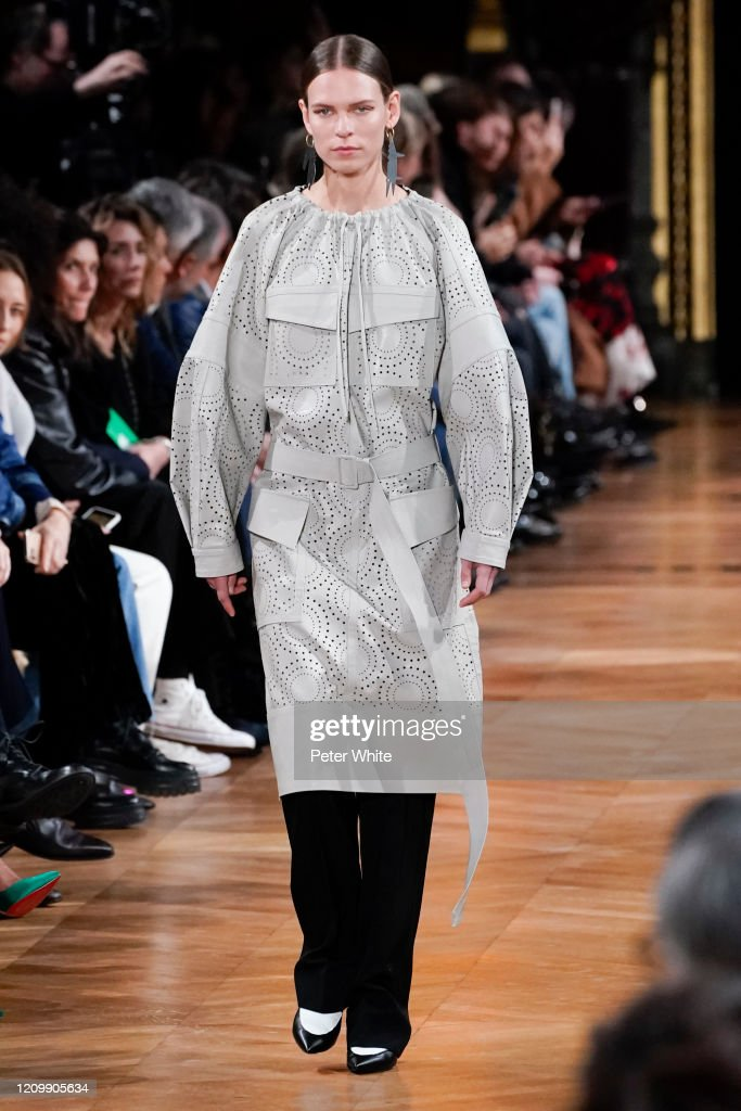 Stella McCartney : Runway - Paris Fashion Week Womenswear Fall/Winter 2020/2021 : ニュース写真