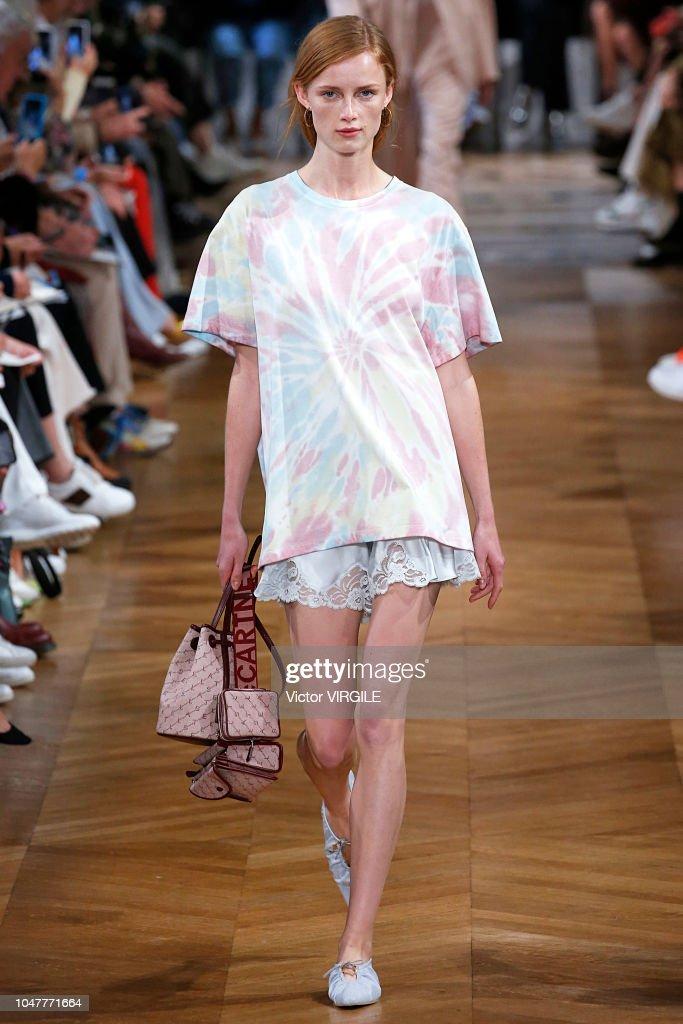 Stella McCartney : Runway - Paris Fashion Week Womenswear Spring/Summer 2019 : News Photo