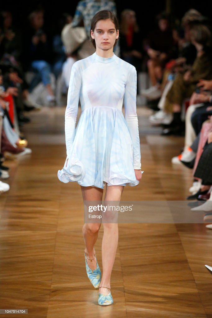Stella McCartney : Runway - Paris Fashion Week Womenswear Spring/Summer 2019 : ニュース写真