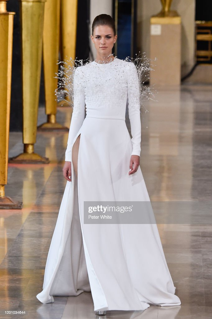 Stephane Rolland : Runway - Paris Fashion Week - Haute Couture Spring/Summer 2020 : News Photo