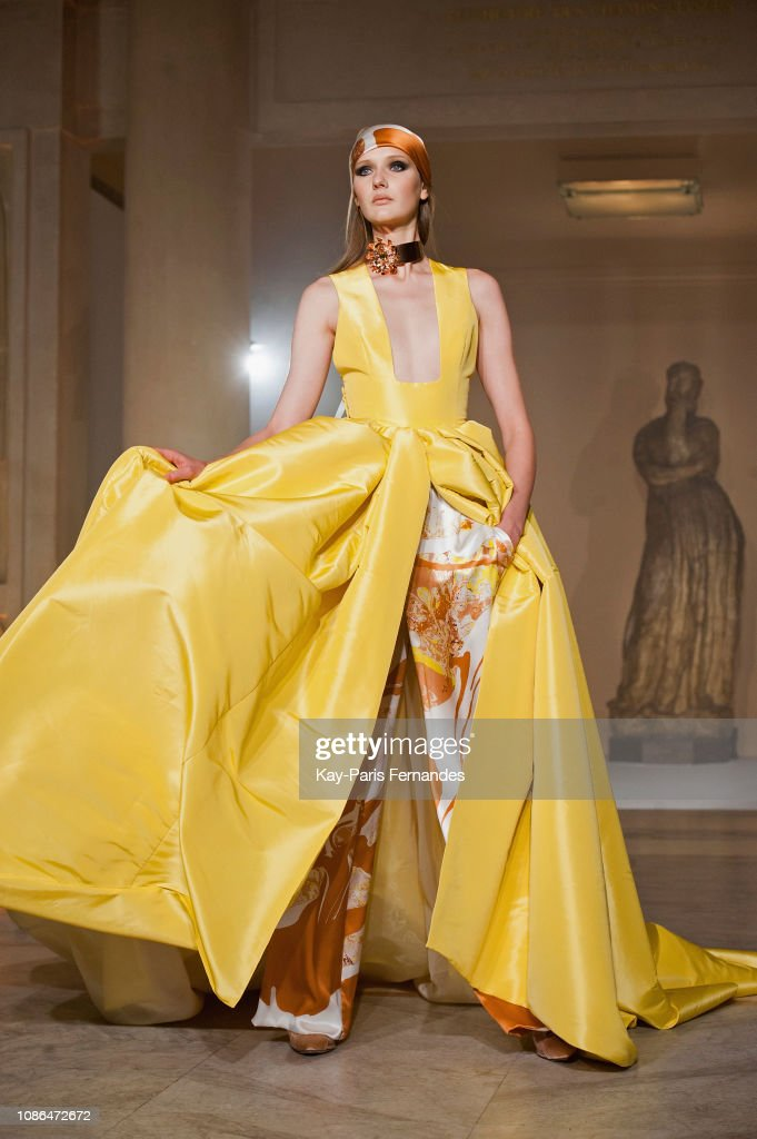 Stephane Rolland : Runway - Paris Fashion Week - Haute Couture Spring Summer 2019 : News Photo