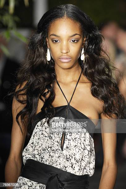 A model walks the runway during the Sue Stemp Spring 2008 Fashion Show during the MercedesBenz Fashion Week Spring 2008 on September 5 2007 in New...