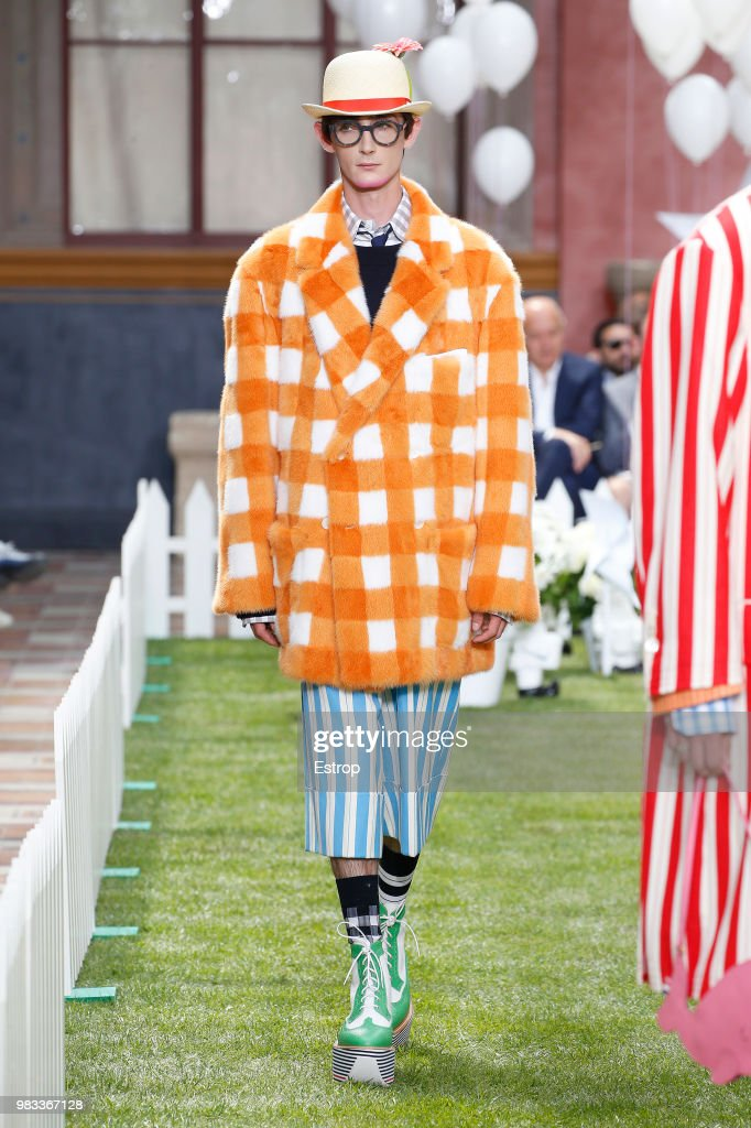 Thom Browne: Runway - Paris Fashion Week - Menswear Spring/Summer 2019 : Nachrichtenfoto