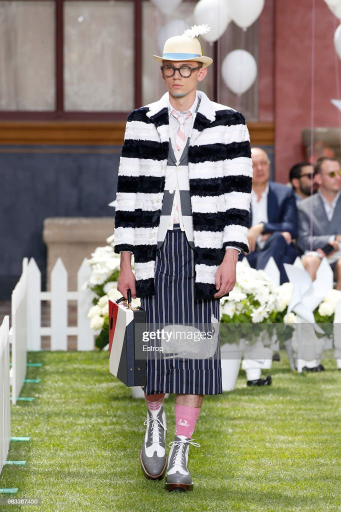 Thom Browne: Runway - Paris Fashion Week - Menswear Spring/Summer 2019 : ニュース写真