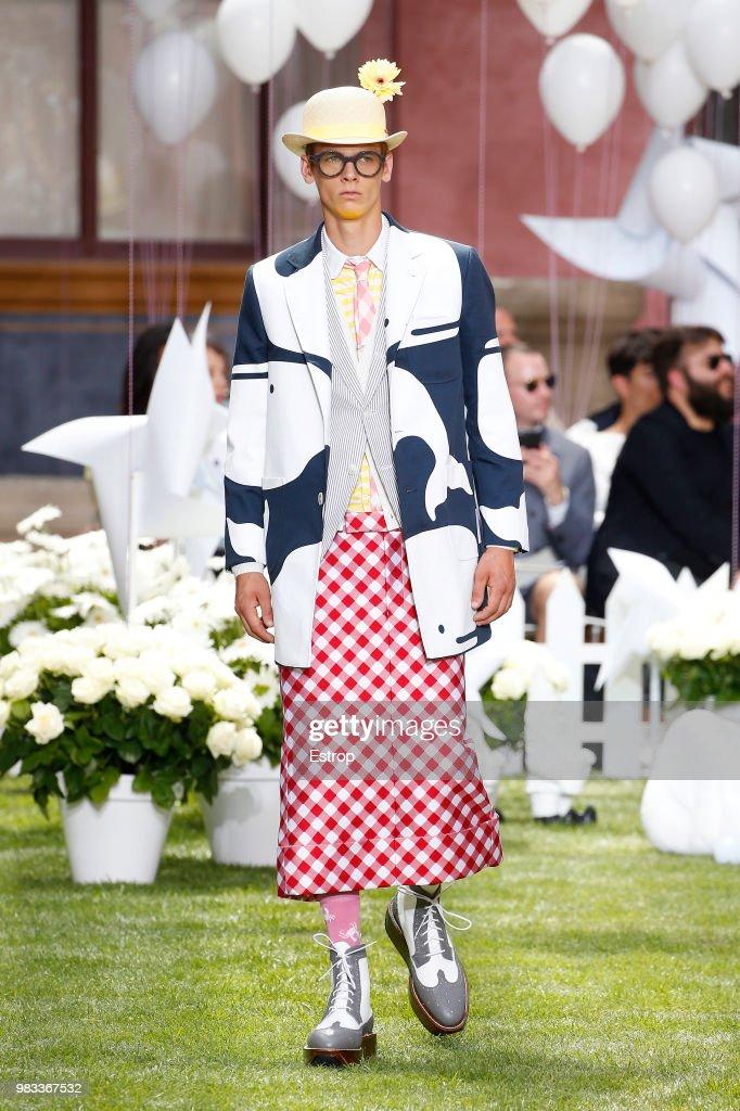 Thom Browne: Runway - Paris Fashion Week - Menswear Spring/Summer 2019 : ニュース写真