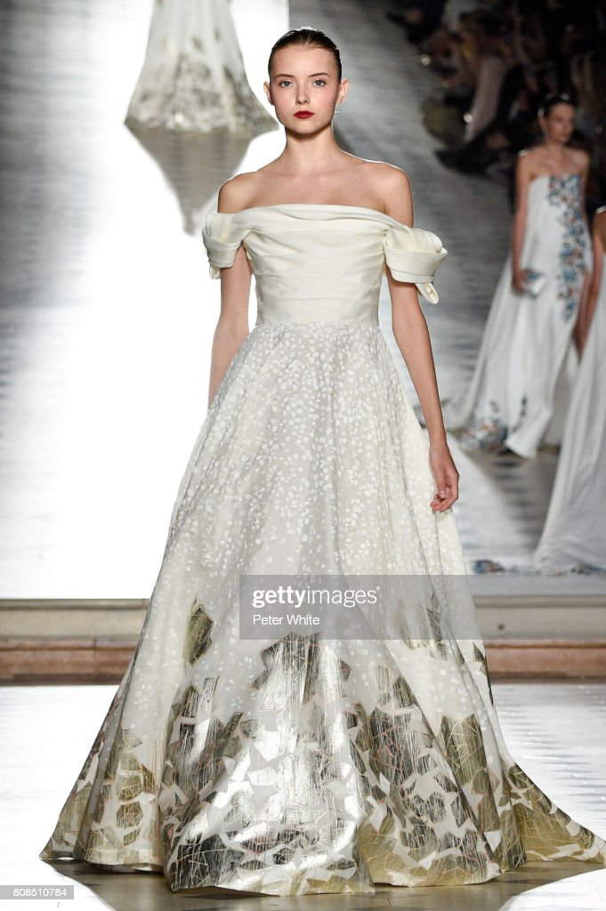 Tony Ward : Runway - Paris Fashion Week - Haute Couture Fall/Winter 2017-2018 : News Photo