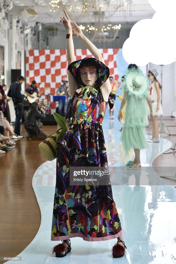 Tsumori Chisato : Runway - Paris Fashion Week Womenswear Spring/Summer 2018 : ニュース写真