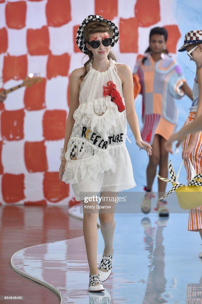 Tsumori Chisato : Runway - Paris Fashion Week Womenswear Spring/Summer 2018 : ニュース写真