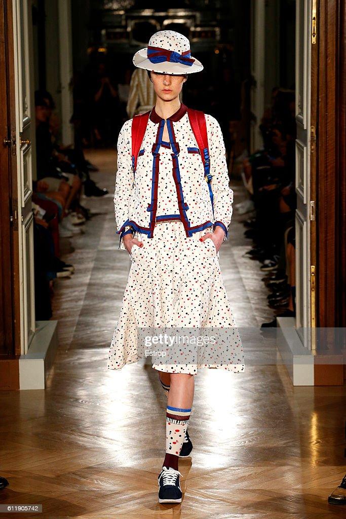 Undercover : Runway - Paris Fashion Week Womenswear Spring/Summer 2017 : News Photo