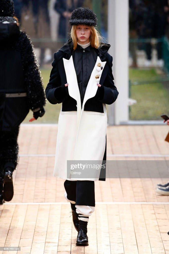 Undercover : Runway - Paris Fashion Week Womenswear Fall/Winter 2018/2019 : ニュース写真