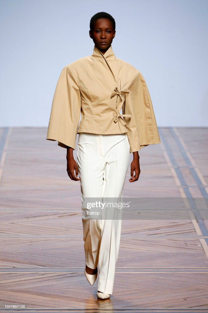 Valentin Yudashkin : Runway - Paris Fashion Week Womenswear Spring/Summer 2019 : ニュース写真