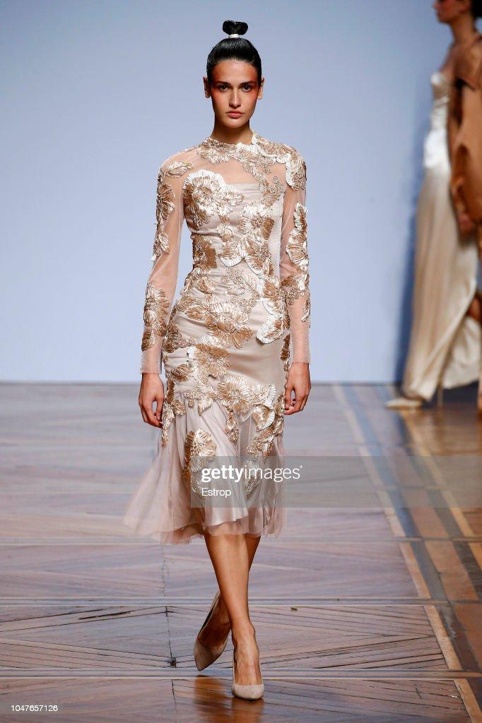 Valentin Yudashkin : Runway - Paris Fashion Week Womenswear Spring/Summer 2019 : News Photo