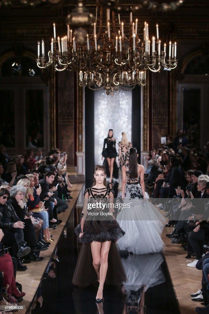 Valentin Yudashkin : Runway - Paris Fashion Week Womenswear Fall/Winter 2014-2015 : News Photo