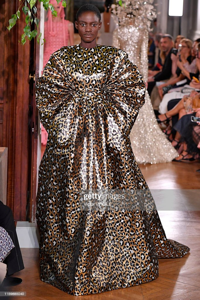 Valentino : Runway - Paris Fashion Week - Haute Couture Fall/Winter 2019/2020 : Photo d'actualité