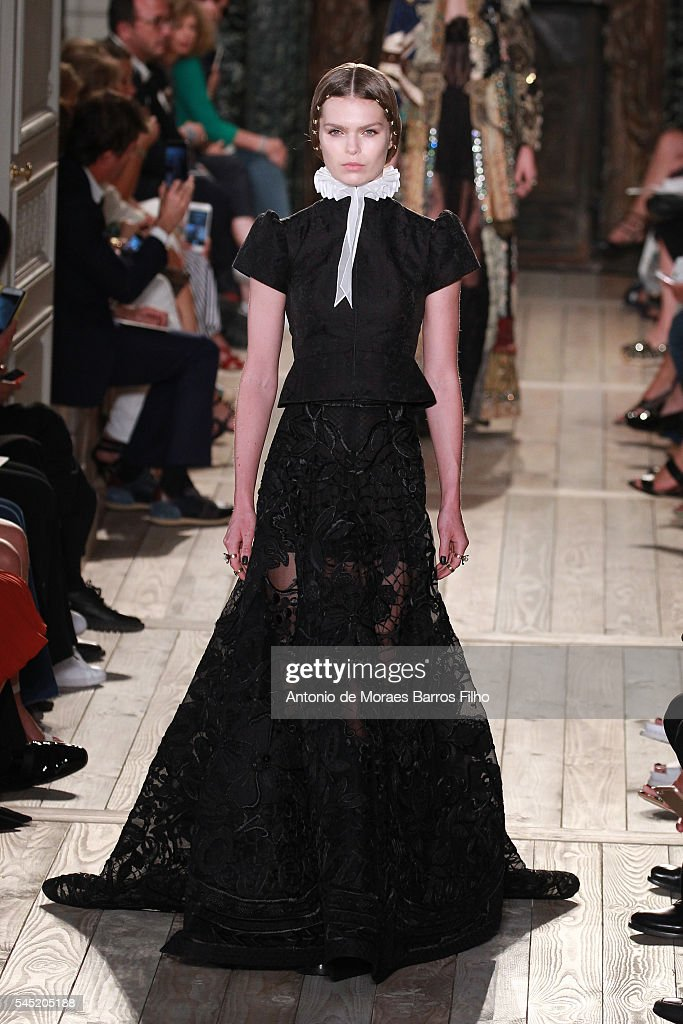 Valentino : Runway - Paris Fashion Week - Haute Couture Fall/Winter 2016-2017 : News Photo