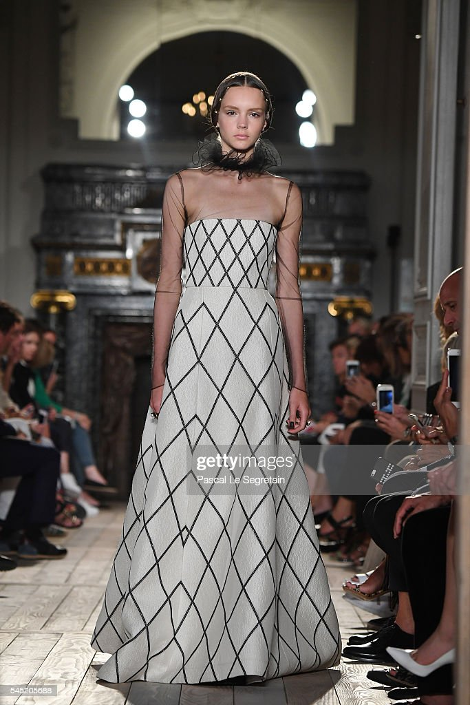 Valentino : Runway - Paris Fashion Week - Haute Couture Fall/Winter 2016-2017 : News Photo