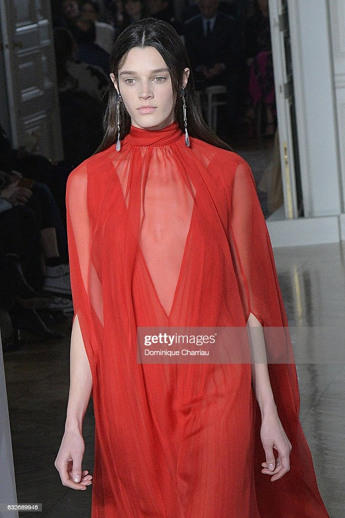 Valentino : Runway - Paris Fashion Week