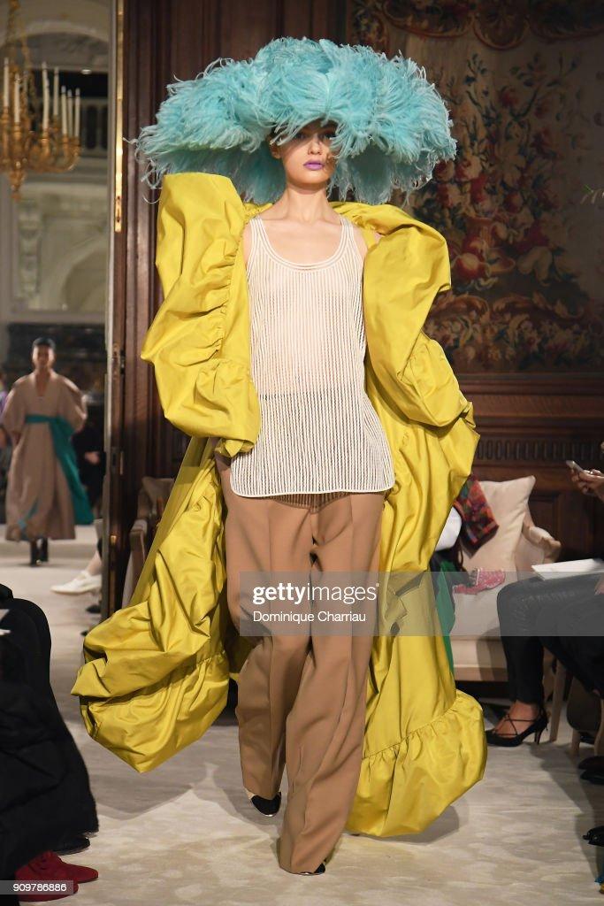 Valentino : Runway - Paris Fashion Week - Haute Couture Spring Summer 2018 : Nachrichtenfoto