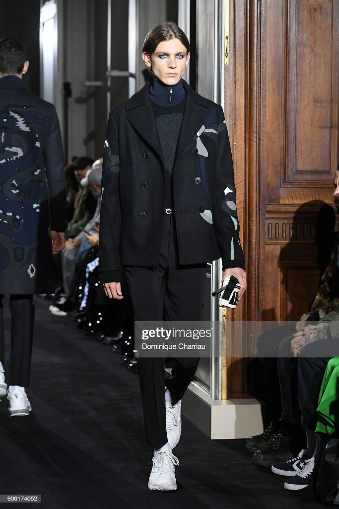 Valentino : Runway - Paris Fashion Week - Menswear F/W 2018-2019