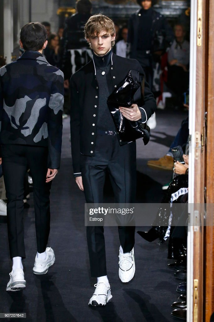 Valentino : Runway - Paris Fashion Week - Menswear F/W 2018-2019 : News Photo