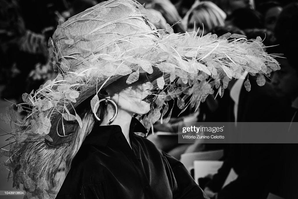 Black & White Alternative Views - Paris Fashion Week Womenswear Spring/Summer 2019 : News Photo
