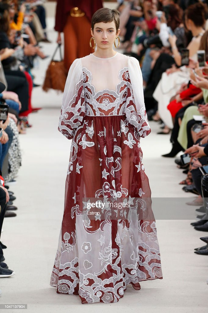 Valentino : Runway - Paris Fashion Week Womenswear Spring/Summer 2019 : News Photo