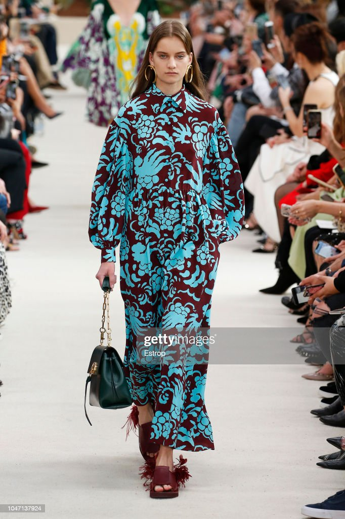 Valentino : Runway - Paris Fashion Week Womenswear Spring/Summer 2019 : ニュース写真
