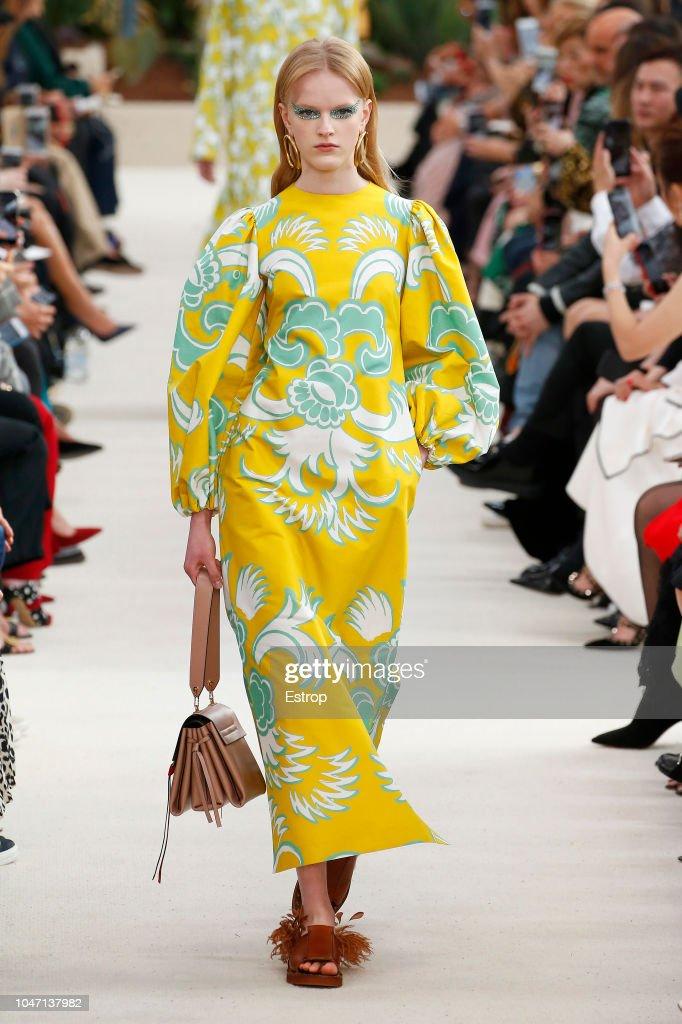 Valentino : Runway - Paris Fashion Week Womenswear Spring/Summer 2019 : ニュース写真