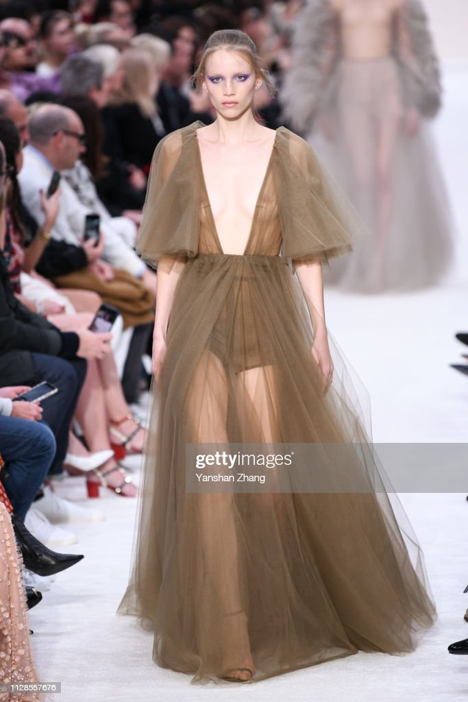 Valentino : Runway - Paris Fashion Week Womenswear Fall/Winter 2019/2020 : News Photo