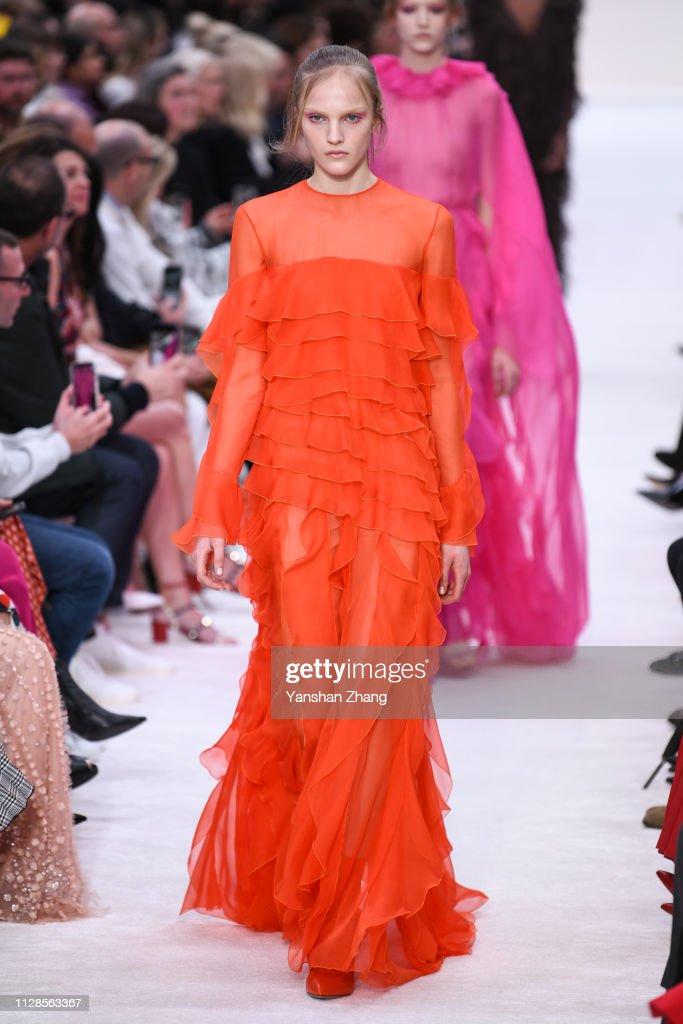 Valentino : Runway - Paris Fashion Week Womenswear Fall/Winter 2019/2020 : News Photo