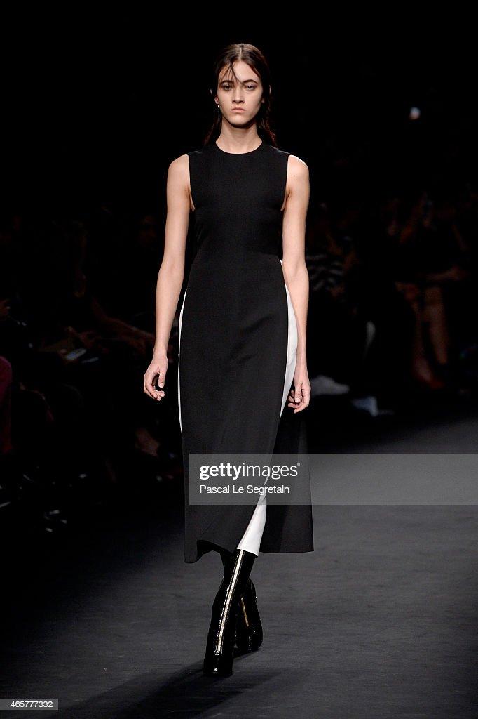 Valentino : Runway - Paris Fashion Week Womenswear Fall/Winter 2015/2016 : Fotografía de noticias