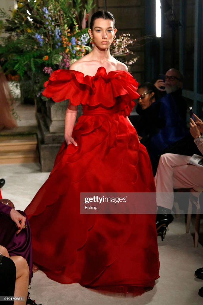model-walks-the-runway-during-the-valentino-spring-summer-2018-show-picture-id910170654