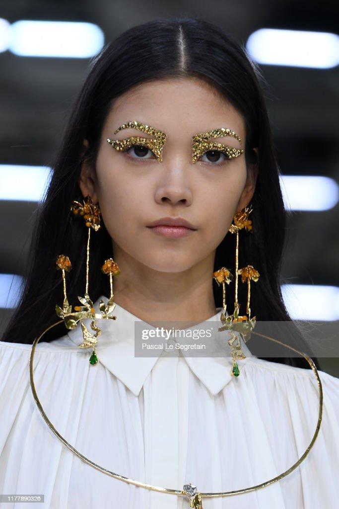 Valentino : Runway - Paris Fashion Week - Womenswear Spring Summer 2020 : News Photo