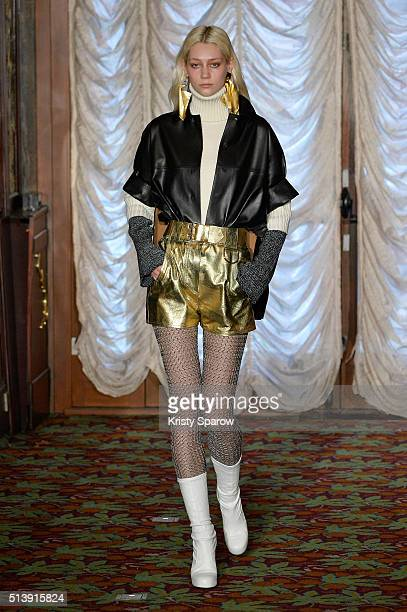 A model walks the runway during the Veronique Leroy show as part of Paris Fashion Week Womenswear Fall/Winter 2016/2017 on March 5 2016 in Paris...