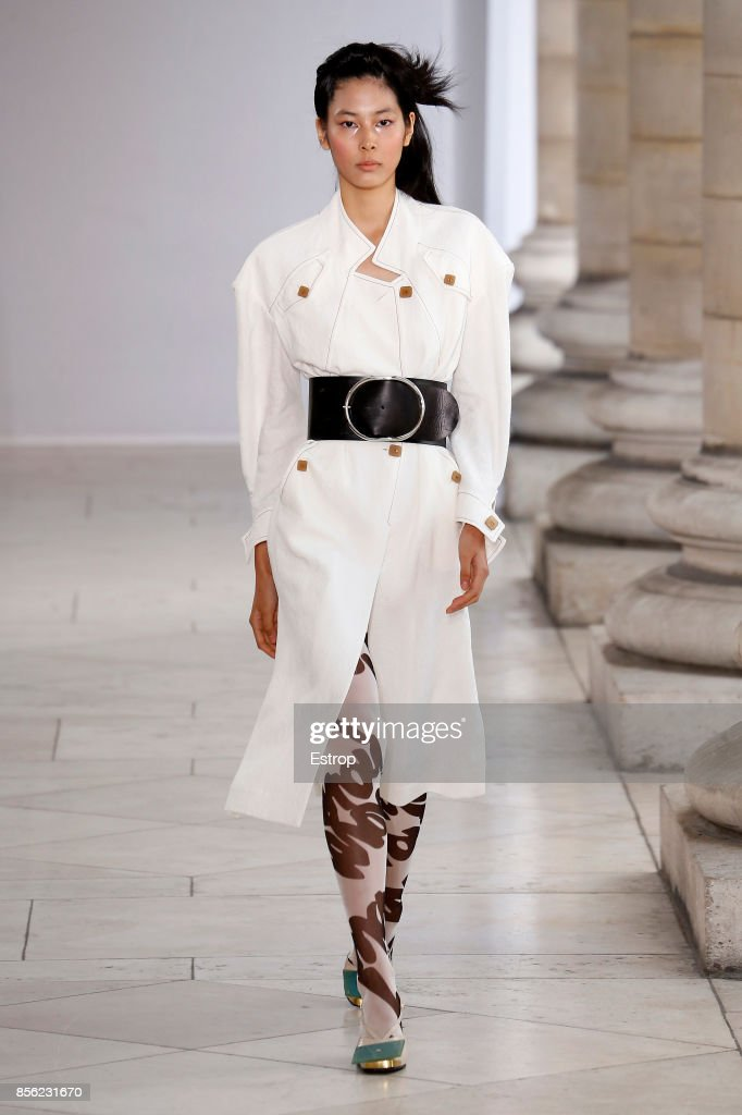 Veronique Leroy : Runway - Paris  Fashion Week Womenswear Spring/Summer 2018 : News Photo