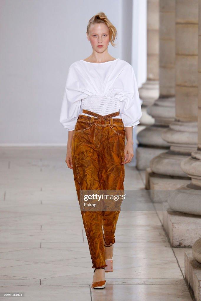 Veronique Leroy : Runway - Paris  Fashion Week Womenswear Spring/Summer 2018 : ニュース写真