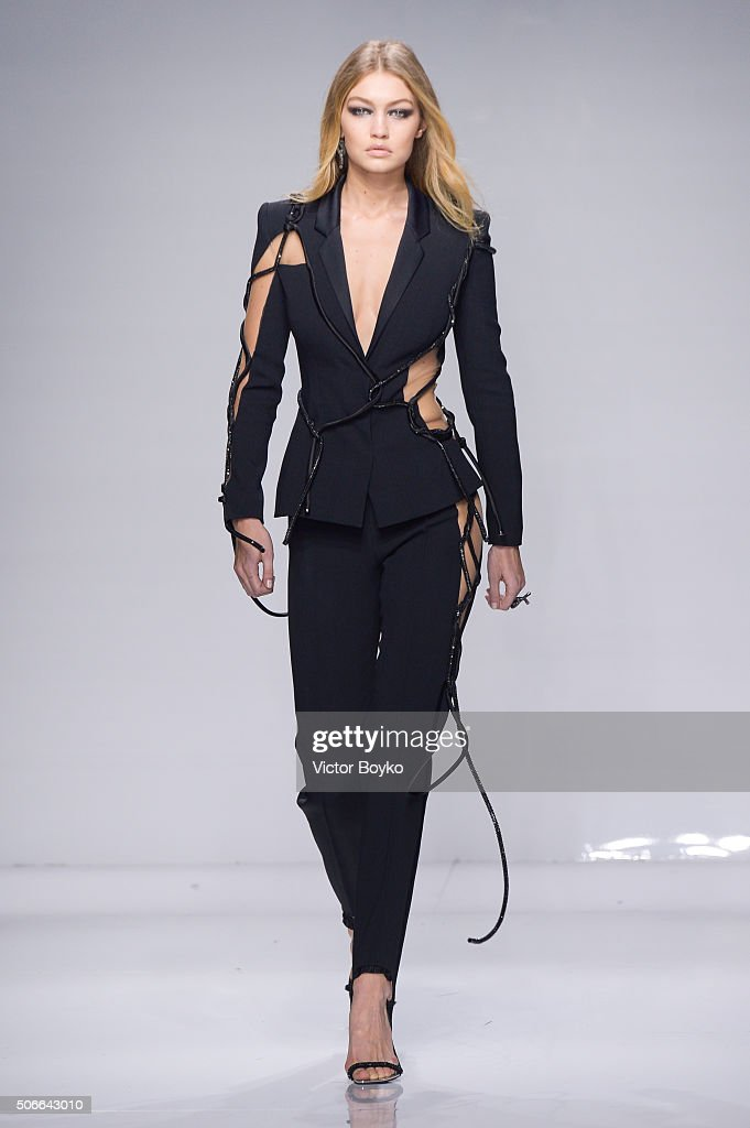 Versace : Runway - Paris Fashion Week - Haute Couture Spring Summer 2016 : News Photo