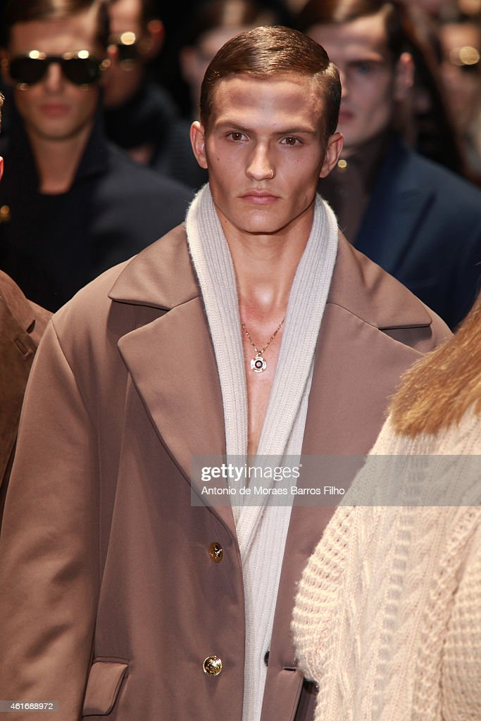 c355c559b6f VERSACE - Runway - Milan Menswear Fashion Week Fall Winter 2015 2016   News  Photo