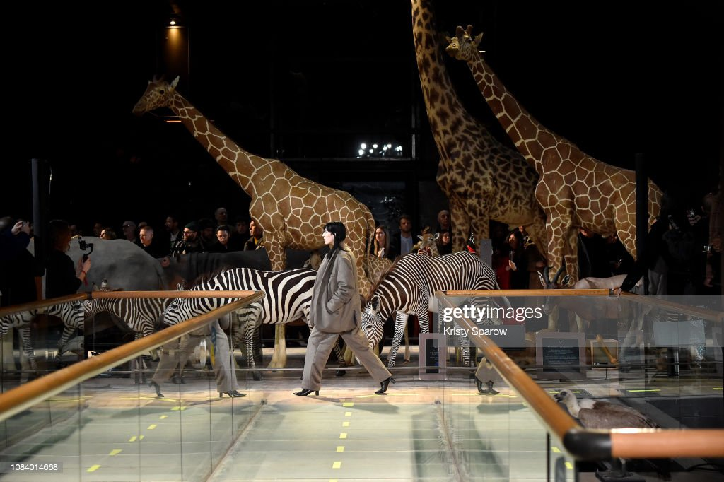 Vetements : Runway - Paris Fashion Week - Menswear F/W 2019-2020 : ニュース写真