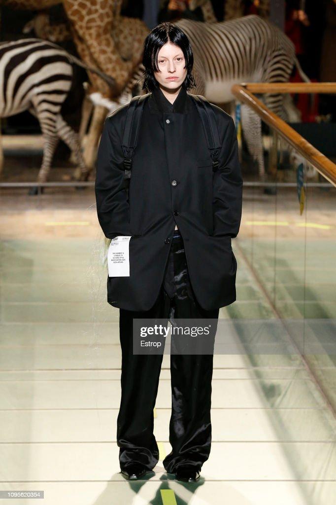 Vetements : Runway - Paris Fashion Week - Menswear F/W 2019-2020 : Photo d'actualité